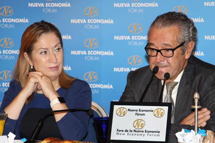 Ana Pastor y Luis Conde en el Nueva Economía Fórum